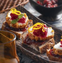 Cranberry-Walnut Goat Cheese Toasts : Cocktail party, holiday party, special occasion… make these cranberry-walnut Stella® brand Goat Cheese toasts and see guests take one, two and then three more! Yummy Appetizers, Yummy Snacks, Appetizer Recipes, Delicious Desserts, Cranberry Chutney, Cranberry Cheese, Goat Cheese Recipes, Cheesy Recipes, Cheese Toast