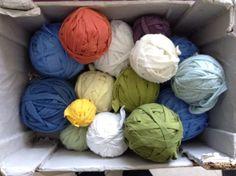 Az elmúlt időszakban kevesebb kreatív munkát végeztem, de azért megmutatom műveimet. Legutóbbi szőnyegem eltér az eddigiektől, mert új alapanyagot használtam: a korábban már bemutatott, zoknigyárbó… Handmade Rugs, Weaving, Knitting, Crocheting, Stitches