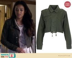 Emily's cropped jacket and silver tote bag on Pretty Little Liars.  Outfit details: http://wornontv.net/16404/