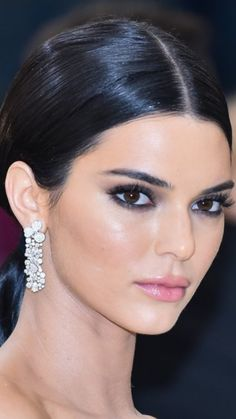 Love this Dewy look Ojos Kendall Jenner, Kylie Jenner Look, Kendall Jenner Style, Kendall And Kylie, Kendall Jenner Makeup, Beauty Makeup, Eye Makeup, Hair Makeup, Hair Beauty