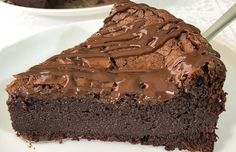 Torta de chocolate low carb com 3 ingredientes Bolo Chocolate Low Carb, Chocolate Cake Icing, Chocolate Brownies, Tortas Low Carb, Bolos Low Carb, Peanut Butter Cupcakes, Peanut Butter Cheesecake, Brownie Recipes, Chocolate Recipes