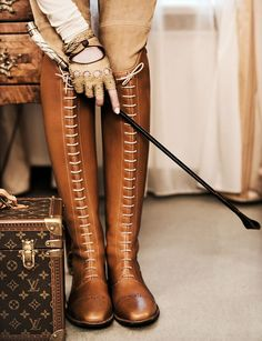 Equestrian chic fashion editorial- knee high lace up riding boots, crop, jodhpurs, louis vuitton luggage and fingerless leather gloves Style Anglais, Steampunk Outfits, Over Boots, High Boots, Equestrian Chic, Equestrian Fashion, Zapatos Shoes, Shoes Heels, Mode Style