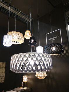 """""""Der Messestand von Showroom Finland auf der Light+Building. Als Material wird Holz verwendet."""""""