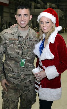Elizabeth Banks from Celebrity Do-Gooders: Holiday Edition! The Mockingjay star visits troops at Bagram Air Field, Afghanistan. Liz Banks, Elizabeth Banks, Effie Trinket, Winter Hats, Winter Jackets, Star Track, People In Need, Pitch Perfect, Hollywood Actor