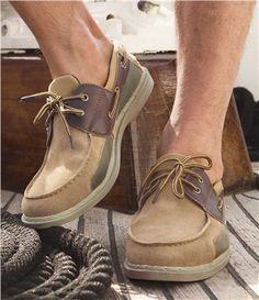 Chaussures Bateau : Conçues à l'origine pour les marins, les chaussures bateau se sont vite imposées comme un standard de la mode masculine, confortables et faciles à porter en ville comme en vacances ! Celles que nous vous proposons aujourd'hui s'inscrivent dans la tradition tout en innovant avec leurs empiècements ! Côté confort : avec leur tige basse, leur languette rembourrée et leur doublure textile, ces chaussures bateau offrent un grand confort de marche ! Côté esthétique, vous…