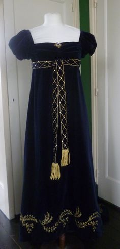 Courtdress about 1809 , Cotton velvet with gold embroidery (Replica). Made by Corina van der Linden - Crien-oline.