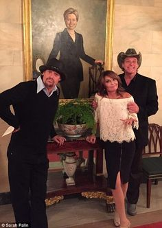 Sarah Palin meets Jared Kushner and mocks Hillary Clinton Funny Memes, Hilarious, Sarah Palin, Political Satire, Kid Rock, Hockey Mom, Freedom Of Speech, God Bless America, Funny Pictures
