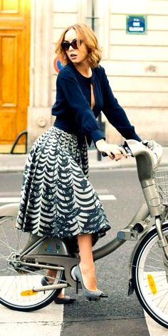 Love the color of this skirt paired with gray heels::