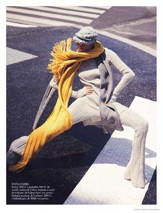 Модель Марта Хант (Martha Hunt) появилась в фотосессии для Vogue Spain в стиле 80-х, посвященной трикотажной одежде. Автором фотосессии стал Дэвид Белльмер (David Bellemere).