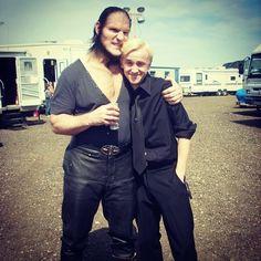 Tom a posté une photo de lui avec Dave Legeno sur le tournage d'Harry Potter et le Prince de Sang-Mêlé