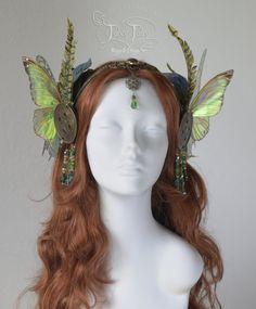 Absinthe Fairy / Green Fairy headdress by FaeryAzarelle on DeviantArt Fairy Costume Diy, Woodland Fairy Costume, Diy Costumes, Fairy Cosplay, Renaissance Fairy Costume, Costume Ideas, Halloween Costumes, Absinthe Fairy, Steampunk Fairy