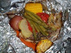 The Smaller Hauler: Campfire Chicken (copycat recipe from Cracker Barrel) - Perfect for Slimming World! Campfire Chicken, Campfire Food, Campfire Recipes, Restaurant Recipes, Dinner Recipes, Dinner Ideas, Meal Ideas, Chicken Packets, Cracker Barrel Recipes