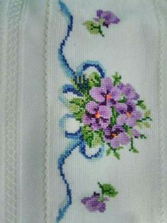 This Pin was discovered by Emi Cross Stitch Borders, Cross Stitch Rose, Cross Stitch Flowers, Cross Stitch Designs, Cross Stitch Embroidery, Fair Isle Knitting Patterns, Flower Coloring Pages, Bargello, Diy And Crafts