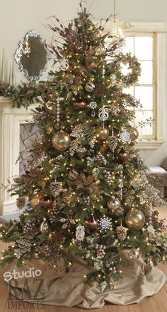 Gorgeous Christmas tree For future reference...would be great with my living room colors.