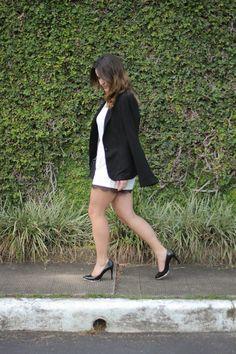macaquinho-branco-renda-preta-top-shop-balzer-preto-scarpin-preto-drops-das-dez-laina-laine-3