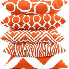 Great patterns on these orange & white pillows / coquita