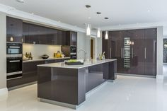EXTREME Contemporary minimal high gloss kitchen design in private mansion. #modernkitchendesign #modernmansionideas