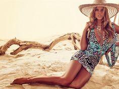 Das 22 jährige Sports Illustrated Model Nina Agdal ist zurück. Dieses Mal für den Sommerkatalog 2014 des Fashion-Unternehmens bebe. Ob...