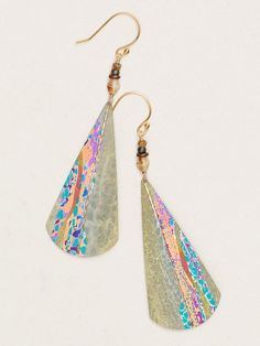 Light as a Mediterranean breeze, our Valencia Earrings are contoured into a narrow fan silhouette and hand-brushed with a surge of mingling colors. A