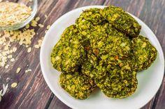 """Ropogós brokkoli fasírt - Hozzávalók 12 darab fasírtra 500 g brokkoli 0.5 db sárgarépa (nyers, megpucolt) 0.5 fej vöröshagyma 1 gerezd fokhagyma 1 db tojás (közepes, """"M""""-es méretű) 40 g gluténmentes zabkorpa 100 g gluténmentes zabpehely só bors - fekete (tört)"""