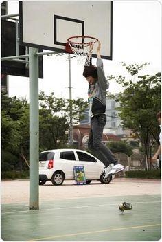 choi minho shinee gif photo: ; minho - basketball ; minho-basketball.jpg