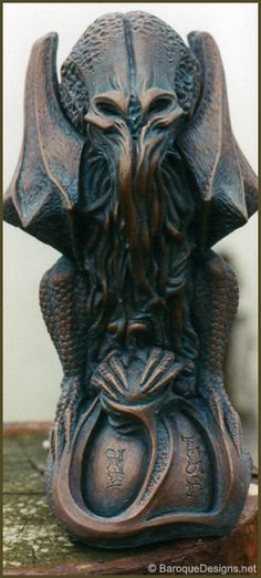 Cthulhu Idol - by Baroque Designs. Would love grotesques of these! Or by the door/end of driveway like people do with lions Lovecraft Cthulhu, Hp Lovecraft, Kraken, Lovecraftian Horror, Aliens, Baroque Design, Horror Fiction, Call Of Cthulhu, Love Craft