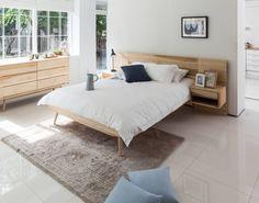 Encuentra las mejores fotos para inspirarte y crear el hogar de tus sueños. Japanese Bedroom, Bedside Table Design, Wooden Bedroom, Minimalist Interior, Fashion Room, My New Room, Home Decor Bedroom, Cozy House, Home Interior Design