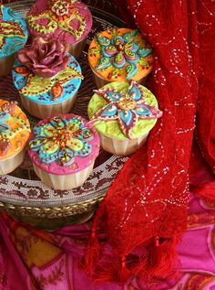 OMG this is so beautiful! They remind me of saris (I think that's the correct spelling?) and henna Beautiful Cupcakes, Cute Cupcakes, Summer Cupcakes, Gorgeous Cakes, Cupcake Art, Cupcake Cookies, Cupcake Ideas, Macaron, Creative Cakes