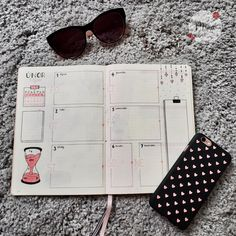 #bulletjournal #bulletjournalideas #inspiration #february #stvalentinesday #valentines #hearts #pink #black #grey #mina #minagraphicdesign #illustration #drawing #diary #diaryideas #sunglasses #myart #mywork #iphone