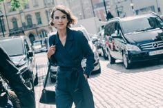 Street looks à la Fashion Week printemps-été 2016 de Londres, Alexa Chung en smoking bleu