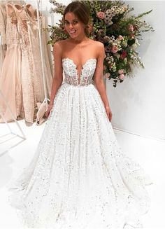 Gorgeous dress with sweetheart neckine