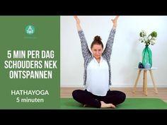 in 5 minuten SCHOUDERS en NEK ONTSPANNEN - YouTube Yin Yang Yoga, Yoga Day, Aerial Yoga, Qigong, Anti Stress, Mind Body Soul, Yoga Tips, Yoga Videos, Beginner Yoga