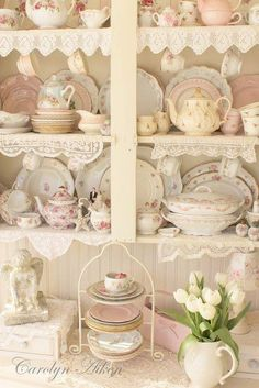 Shabby in love, wish I had the perfect home to have this sort of thing in it