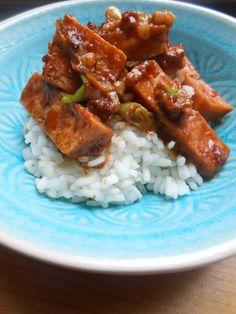 Et Tring kocht: Knuspriger Tofu mit Erdnussbutter-Chili-Sauce