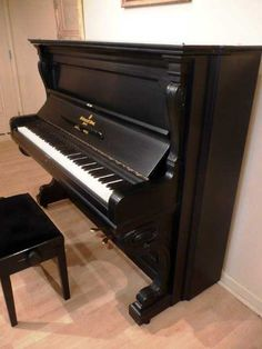 ,awesome piano just like my music teacher's,   http://pinterest.com/cameronpiano