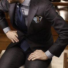 Kiton. El diseñador italiano Enzo D Orsi es el responsable de vestir a hombres que buscan la perfección en cada traje. Su modelo K-50 hecho de lana de ovejas australianas obtiene su nombre gracias a las 50 horas que toma realizarlo. Tiene un valor de $43 mil dólares. @kiton #kiton #ropa #clothing #men #hombre #vestir #lujo #luxury #bespoke #alamedida #traje #trajes  via ROBB REPORT MEXICO MAGAZINE OFFICIAL INSTAGRAM - Luxury  Lifestyle  Style  Travel  Tech  Gadgets  Jewelry  Cars  Aviation…
