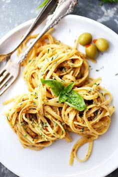 (Spaghetti squash) Olive Pesto Pasta Recipe – Quick and easy pasta dinner tossed in a homemade olive pesto made with pimiento-stuffed olives, fresh basil, and sun-dried tomatoes. Pesto Pasta Recipes, Pastas Recipes, Vegetarian Pasta Recipes, Dinner Recipes, Vegan Recipes, Cooking Recipes, Noodle Recipes, Gnocchi, Risotto