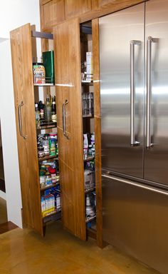 pull-out pantry - with pull out drawers in the end