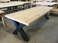 Massief eiken tafel X staal www.kaldenbach-meubels.nl