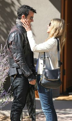 OMG! Look at Jennifer Aniston's rock! - I seriously want this Tom Ford bag!