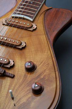 Une boiserie Jesselli. Retrouvez des cours de #guitare d'un nouveau genre sur https://www.mymusicteacher.fr !