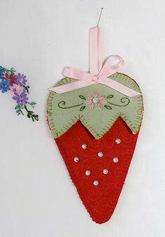 red brolly free strawberry needlekeep pattern- personal use only- copyright 2013 Crafts To Do, Felt Crafts, Fabric Crafts, Sewing Crafts, Sewing Projects, Embroidery Patterns Free, Felt Patterns, France Patchwork, Red Brolly