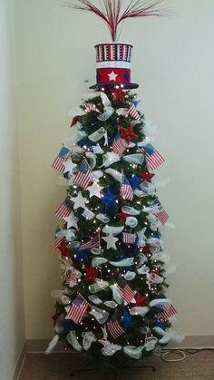 2017 America the Beautiful Tree of July) Unique Christmas Trees, Christmas Tree Themes, Holiday Tree, Blue Christmas, Holiday Crafts, Holiday Decor, Disney Christmas, Holiday Ideas, Summer Trees