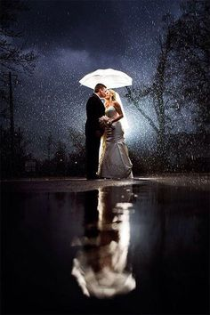 A lovely rainy day. Picture by Unplugged photography. | www.mysweetengagement.com