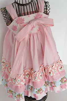 Super adorable, and should be simple to make dress for the little girls!!