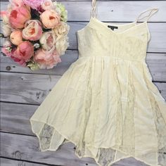 American Eagle Cream Dress Beautiful AE cream dress! Straps are adjustable, has lace, and a side zipper. Rarely worn (2-3 wears). Well taken care of. Offers welcome! American Eagle Outfitters Dresses Midi