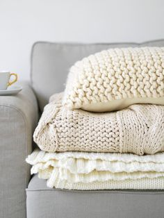 Knit throw blankets
