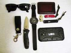 """Persol Sunglasses Seiko H558 """"Arnie"""" HWC Leather Keyring Holder Spec Secure Magnetic Sunglasses Holder Benchmade 585 Mini Barrage Saddleback Leather Small ID Wallet [[MORE]] Swiss Army Midnite Manager 4Sevens Quark Mini AA Samsung Galaxy S4 in UAG Case  Student from PA."""