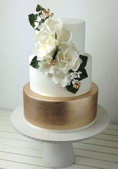 Crummb Wedding Cake Inspiration cakes gold Wedding Cake Inspiration - I Do! Fondant Wedding Cakes, Floral Wedding Cakes, Elegant Wedding Cakes, Wedding Cake Toppers, Wedding Vows, Wedding Cakes With Gold, Gold Wedding Cakes, Trendy Wedding, 50th Wedding Anniversary Cakes