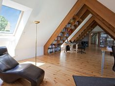 Roto roof window in the study - Arbeitszimmer Attic Apartment, Dream Apartment, Attic Spaces, Attic Rooms, Beautiful Houses Interior, Beautiful Homes, Style At Home, Loft Design, House Design